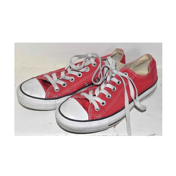 51682a6f60a1e Vintage Style Converse All Star Red Ripped Sneaker